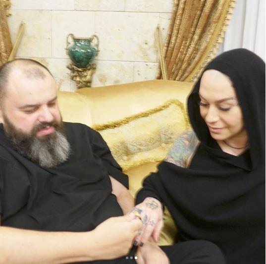 Максим Фадеев подарил Наргиз кольцо. Фото www.instagram.com/fadeevmaxim