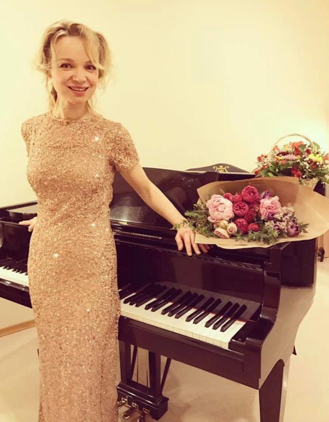 Виталина Цымбалюк-Романовская и Армен Джигарханян. Фото https://www.facebook.com/vitalina.romanovskaya