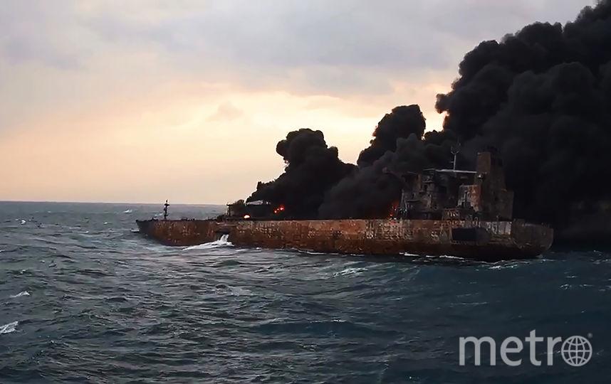 В Восточно-Китайском море горят нефтепродукты. Фото AFP