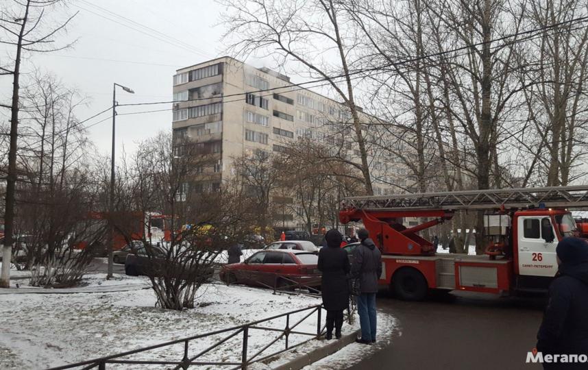 В Петербурге спасаясь от пожара, мать с ребенком спрыгнула с высотки. Фото megapolisonline.ru/