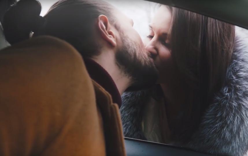 """Скриншот клипа Ёлки на песню """"На коленке"""". Фото Скриншот Youtube"""