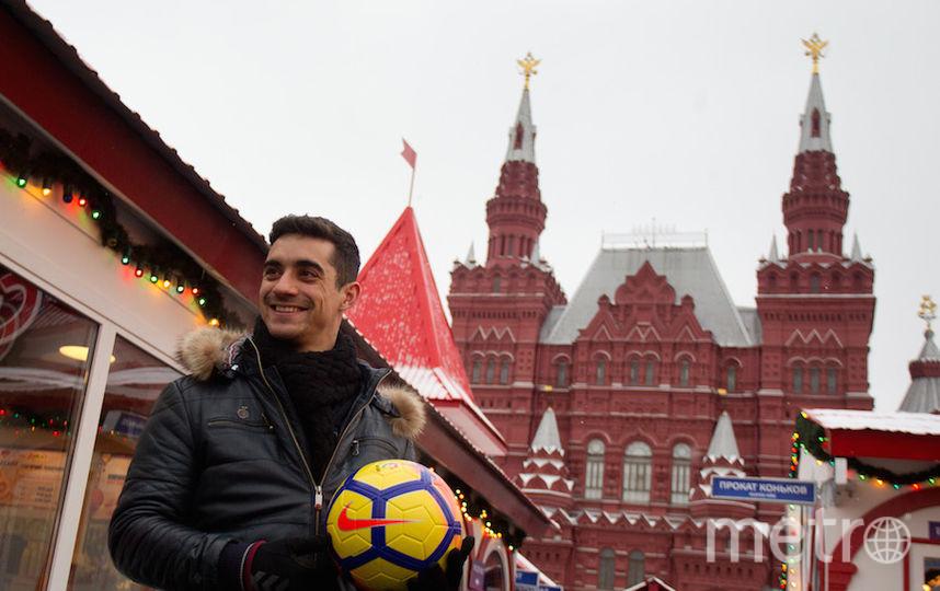 Фернадес тоже порадовал журналистов футбольными навыками. Фото Василий Кузьмичёнок