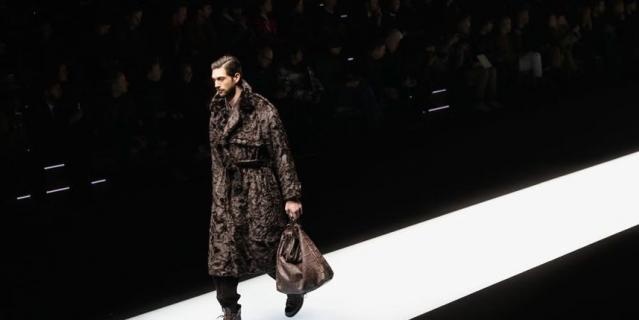 Коллекция Дома моды Emporio Armani на Неделе моды в Милане.