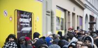 В Берлине выстроилась огромная очередь за кроссовками со встроенным проездным – фото