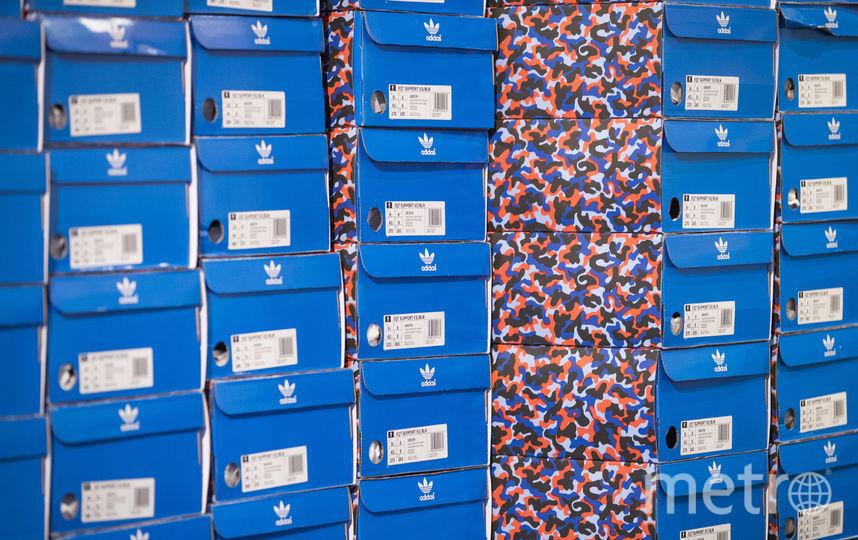 Кроссовки, заменяющие годовой проездной в общественном транспорте Берлина. Фото AFP