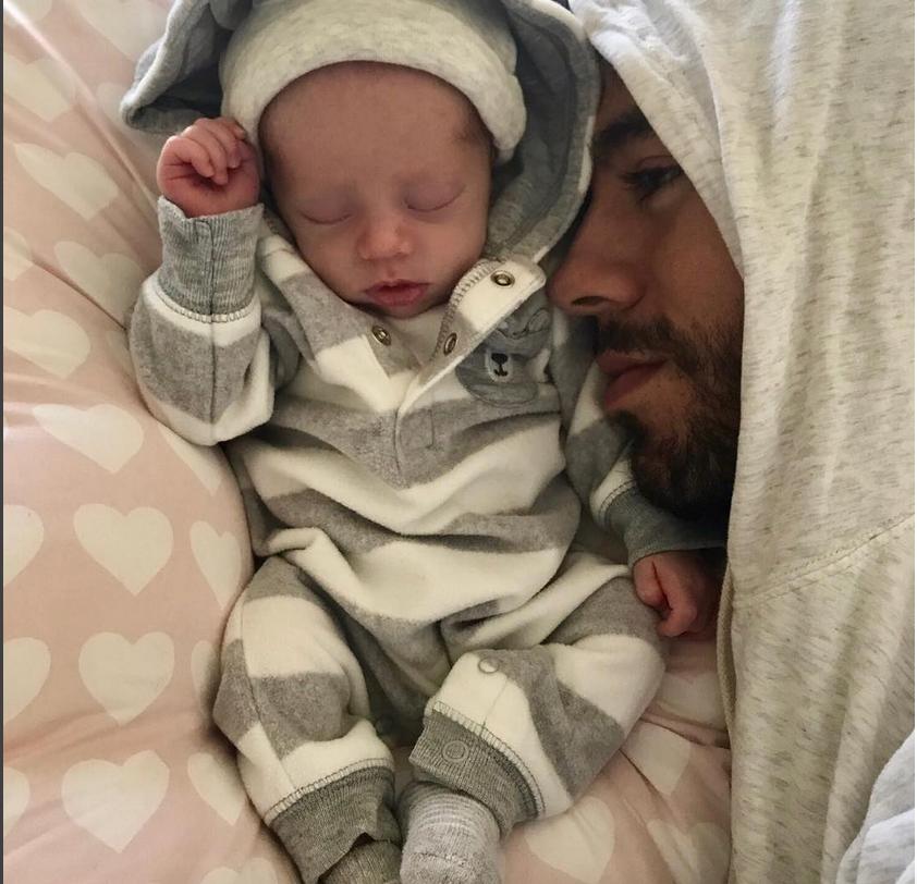 Энрике Иглесиас с малышом.