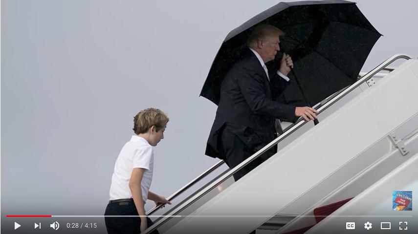 Трамп не пустил жену под зонтик. Фото скрин-шоты, Скриншот Youtube