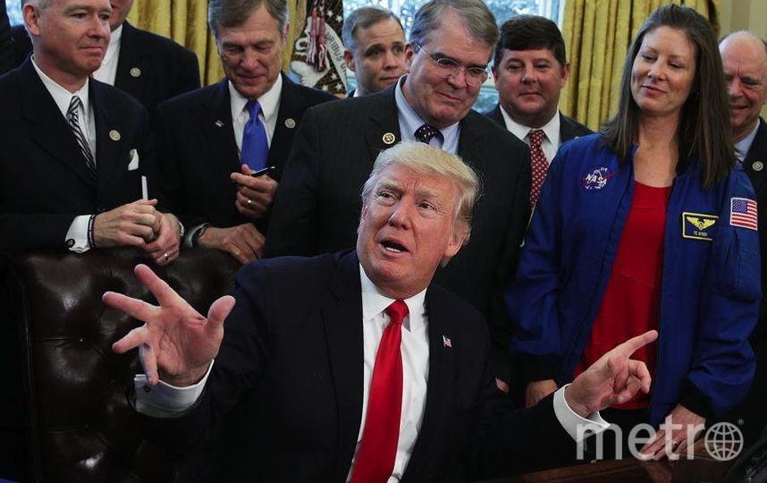 Президент Дональд Трамп выступает во время церемонии подписания законопроекта в Овальном кабинете Белого дома 21 марта 2017 года в Вашингтоне. Фото Getty