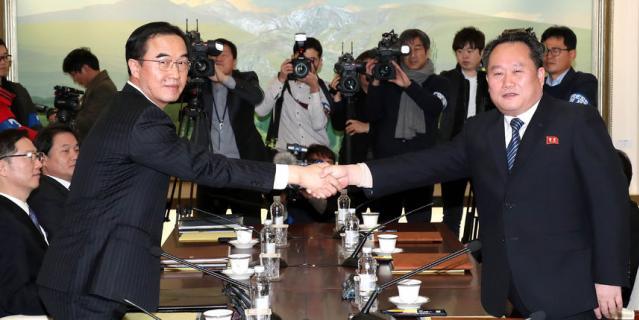 Переговоры в Пханмунджоме стали первым межкорейским саммитом на высшем уровне за два года.