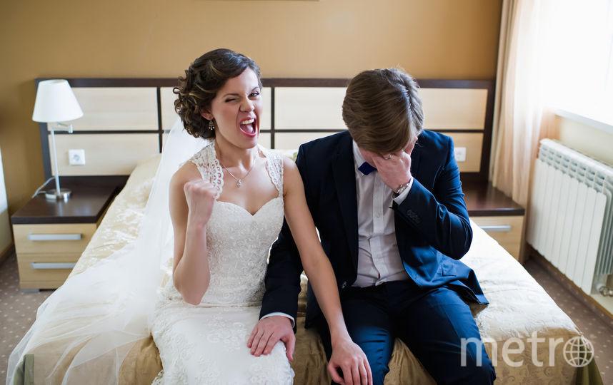 """Высылаю Вам нашу свадебную фотографию, которую можно назвать - """"Предчувствие"""", на ней Вы можете увидеть, как мой супруг ещё в 2014 году начал понимать, что ему придётся участвовать во всевозможных конкурсах, не взирая на ценность приза, будь то чашка или поездка во Францию! Фото Оля и Митя"""