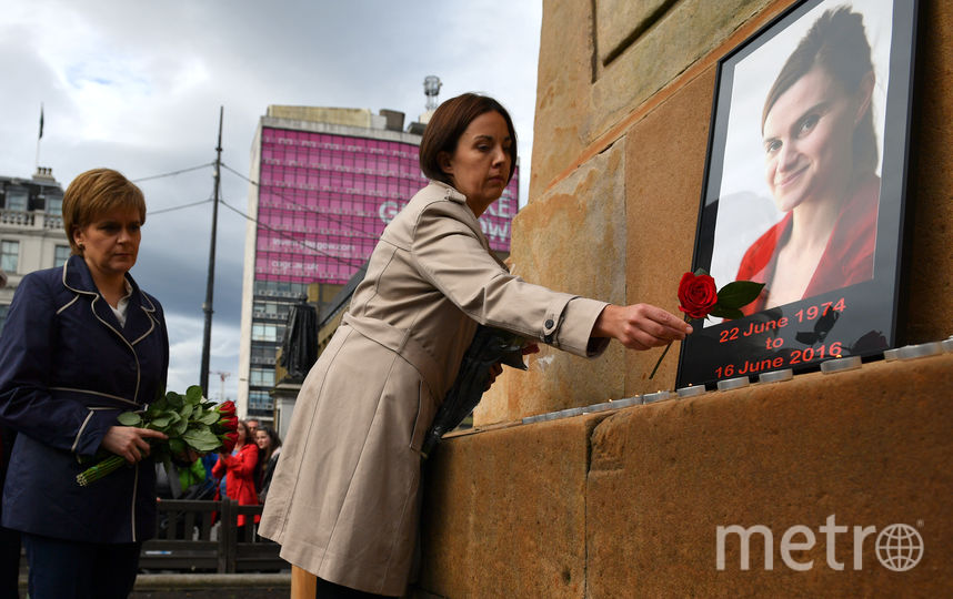 41-летняя Кокс, выпускница Кембриджского университета и мать двух малолетних детей, была избрана в парламент в 2015 году в ходе всеобщих выборов и представляла в Палате общин партию лейбористов. Фото Getty