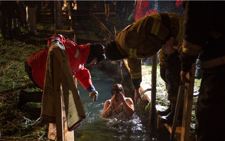 """Крещение в Петербурге, 2017 год. Фото Святослав Акимов, """"Metro"""""""