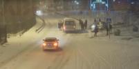 Видео лобового столкновения маршрутки и легковушки в Подмосковье появилось в Сети