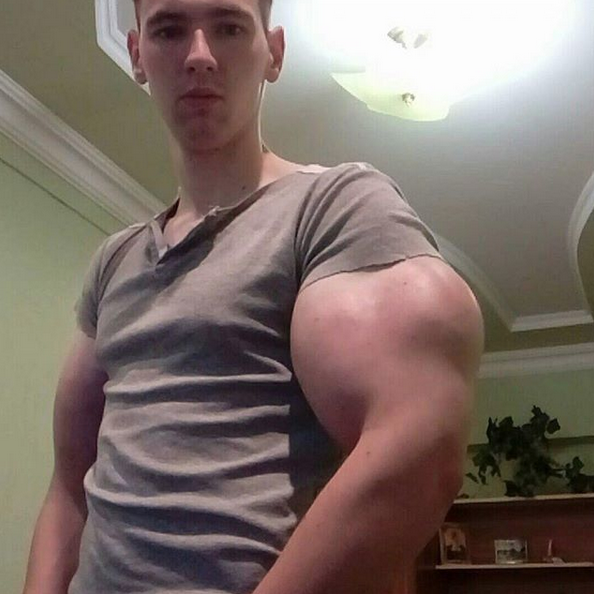 "Кирилл Терешин, он же ""Мистер Синтол"", ""руки-базуки"". Фото Скриншот Instagram: @s_1_a_k_e_r_"