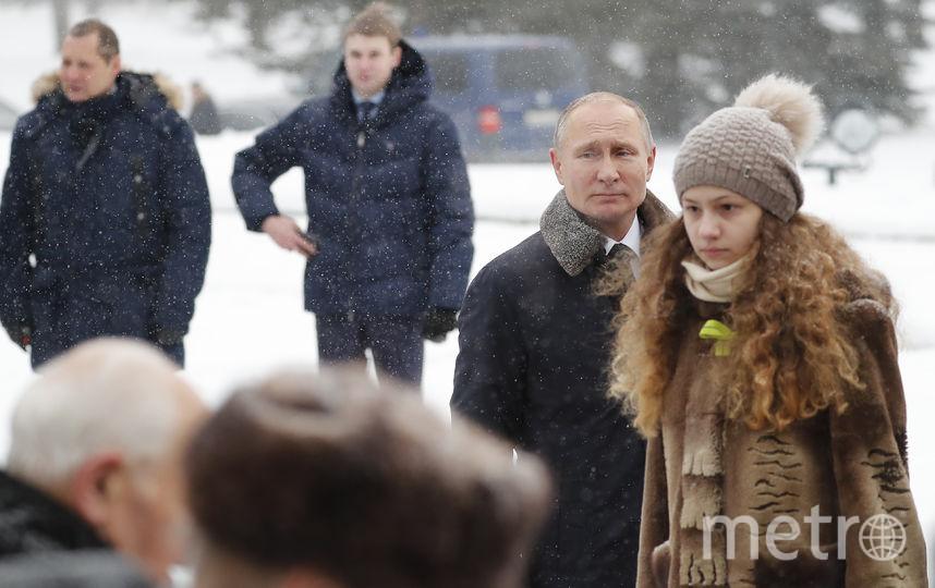 Путин в толпе. Фото AFP