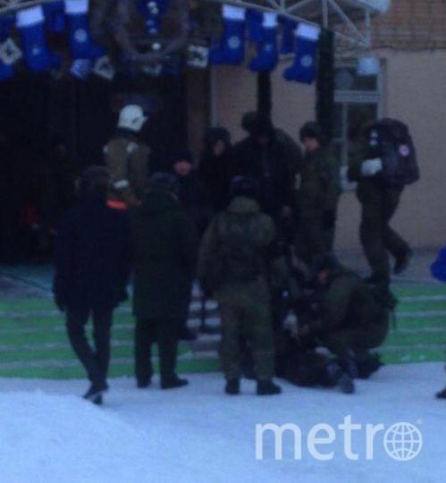 Кадр задержания подростка у школы в Улан-Удэ. Фото https://t.me/breakingmash