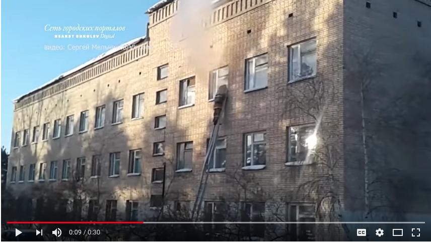 Кадр видео школы после нападения. Фото скрин-шот Youtube