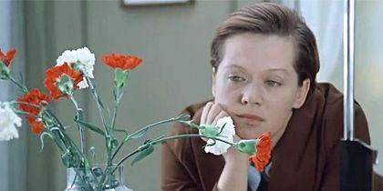 """Ошеломляющий успех пришёл к Алисе Бруновне после выхода фильма Эльдара Рязанова """"Служебный роман"""". Фото Скриншот Youtube"""