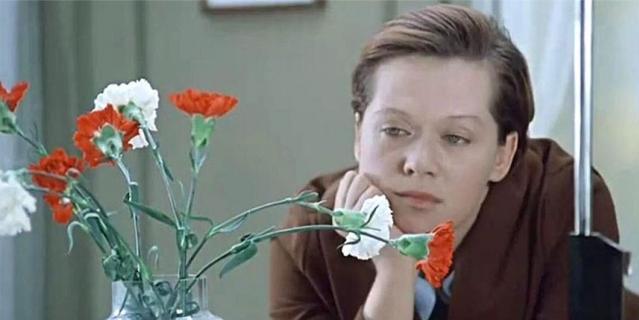 """Ошеломляющий успех пришёл к Алисе Бруновне после выхода фильма Эльдара Рязанова """"Служебный роман""""."""