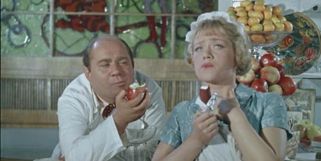"""Одним из первых фильмов, в котором снялась актриса, стал """"Полосатый рейс""""."""