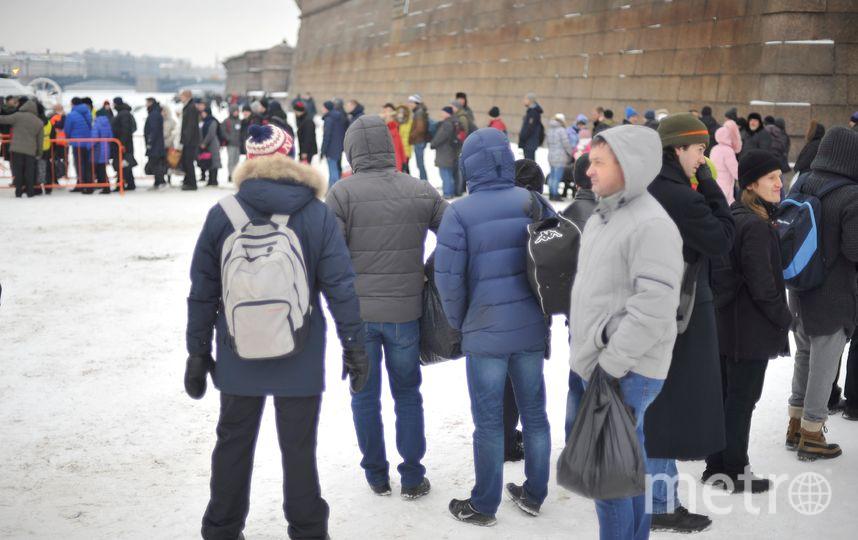 """Как петербуржцы окунаются в проруби на Крещение: Самые яркие фото. Фото """"Metro"""""""