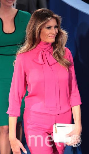 Блуза с бантом известна во всём мире, и она смотрится на первой леди отлично. Фото Getty