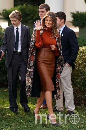 Принт на пальто очень напоминает пейсли. Как будто суровая школьная учительница пытается выглядеть по-молодёжному кокетливо. Фото Getty