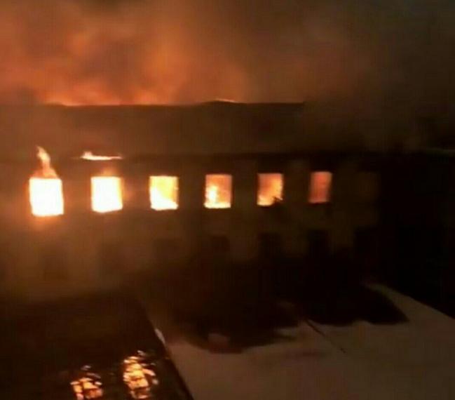 В Петербурге ночью горело здание Военно-морской академии. Фото vk.com/spb_today