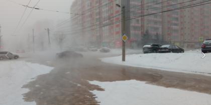 В Красноярске один из микрорайонов затопило водой из канализации. Фото Все фото - Юлия Подрезова, https://vk.com/piatinozhka