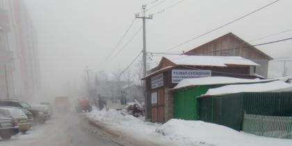 В Красноярске один из микрорайонов затопило водой из канализации.