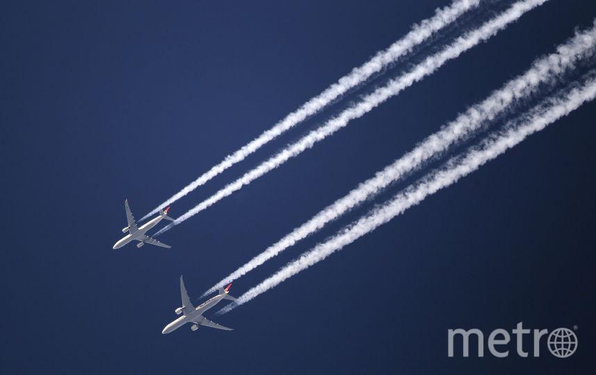 Два самолёта в небе. Фото Getty