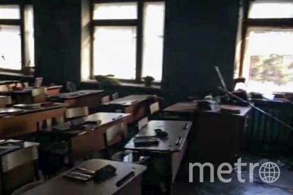 Учебный класс школы в поселке Сосновый Бор в Улан-Удэ, где произошло возгорание в результате нападения. Фото стоп-кадр с видео, предоставленное Следственным управлением Следственного комитета РФ по Республике , РИА Новости