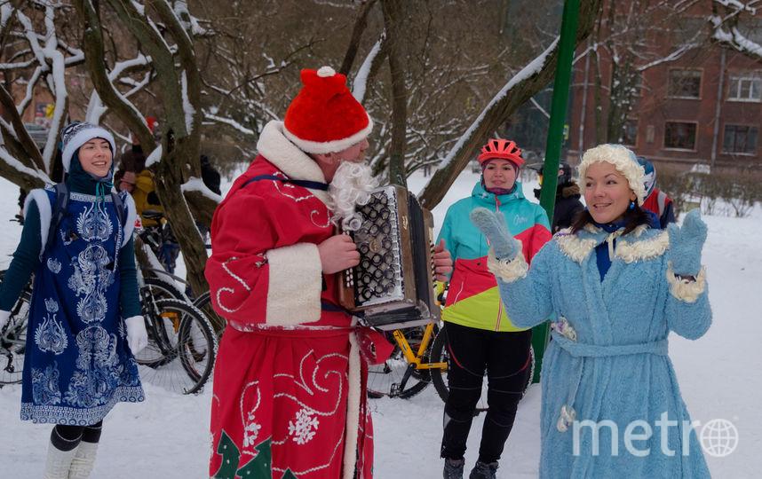 Деды Морозы проинспектировали велодорожки Петербурга. Фото Алена Бобрович.