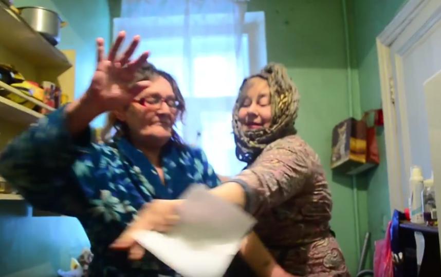 Петербургские пенсионерки сняли свой ответ курсантам из Ульяновска. Фото Скриншот Youtube