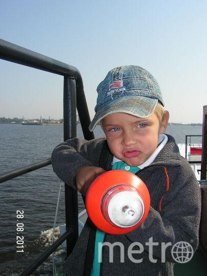 На фото мой средний сын (Рома Журавлев) с фонарём. Фото Светлана Журавлева