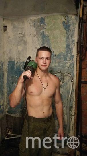На фотографиях мой сын, Станислав Корнев, во время прохождения воинской службы на Дальнем Востоке в г.Находка. Это он делает ремонт в туалете части. Фото Корнева Ольга