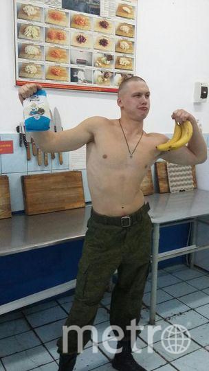На фотографии мой сын, Станислав Корнев, во время прохождения воинской службы на Дальнем Востоке в г.Находка. Это он на кухне воинской части. Фото Корнева Ольга