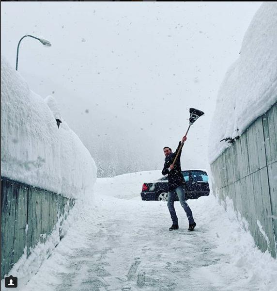 Фото снежного Давоса выкладывают в соцсетях.