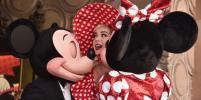 Кэти Перри и Хайди Клум поздравили Минни Маус со звездой на Аллее славы