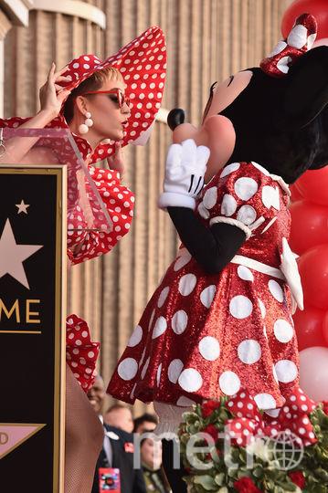 Кэти Перри с Минни Маус. Фото Getty