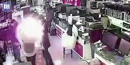 Батарея от iPhone взорвалась во рту у китайца (видео)