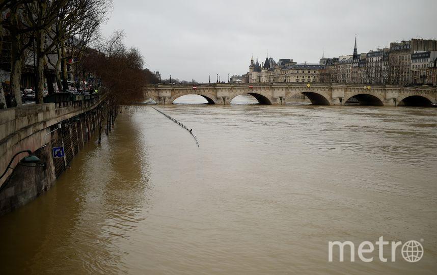 Уровень воды в реке поднялся до отметки почти пять метров. Фото AFP
