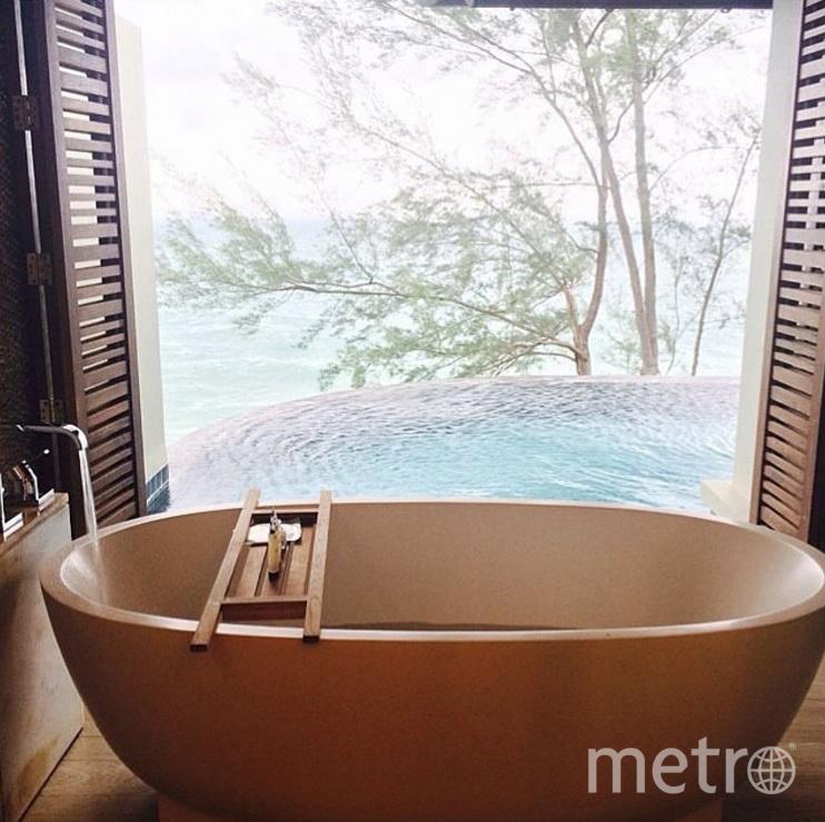 Расслабиться можно и в ванной. Фото  instagram | @bathroomideas