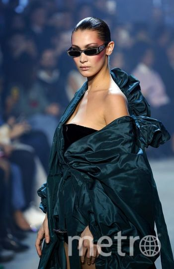 Белла Хадид на показе дизайнера Alexandre Vauthier. Фото Getty