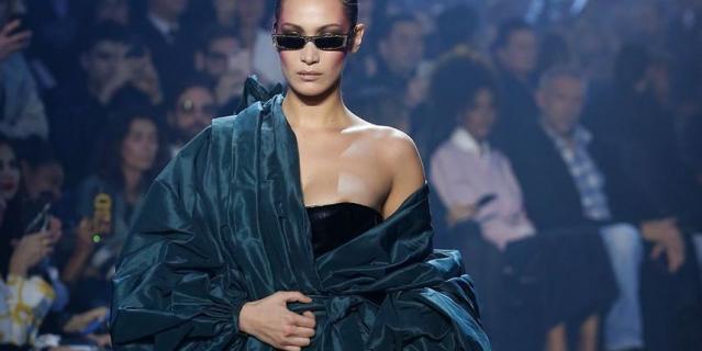 Белла Хадид на показе дизайнера Alexandre Vauthier.