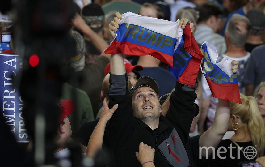 Болельщики сборной России с флагом. Фото Getty