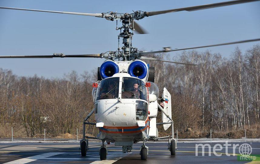 В районе поисковых работ воздушную разведку выполняют два вертолёта. Фото Василий Кузьмичёнок