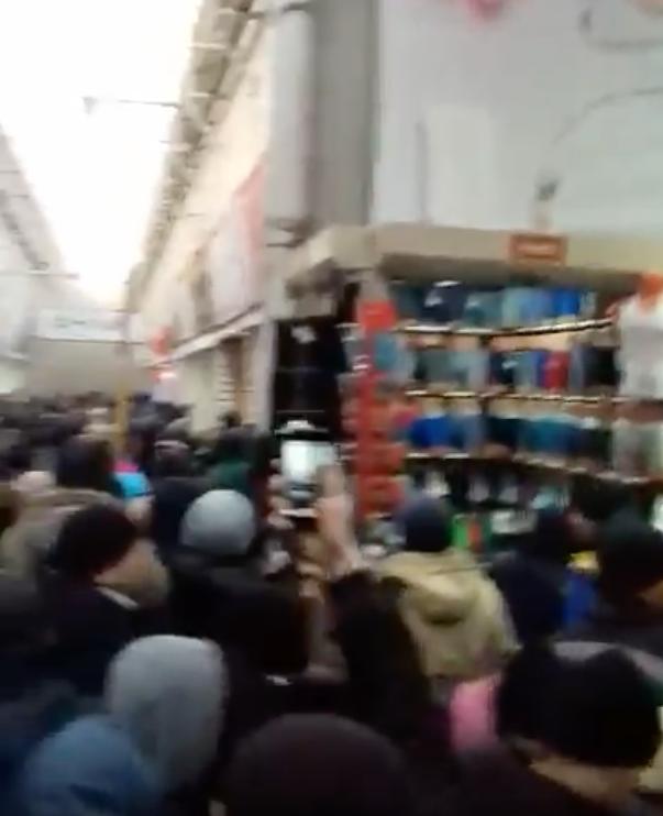 "Пожар на рынке ""Садовод"" в Москве. Фото Скриншот Youtube"