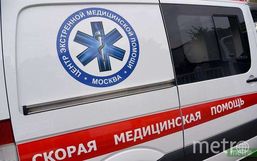 Автомобиль упал с эстакады ТТК на западе Москвы. Фото Василий Кузьмичёнок