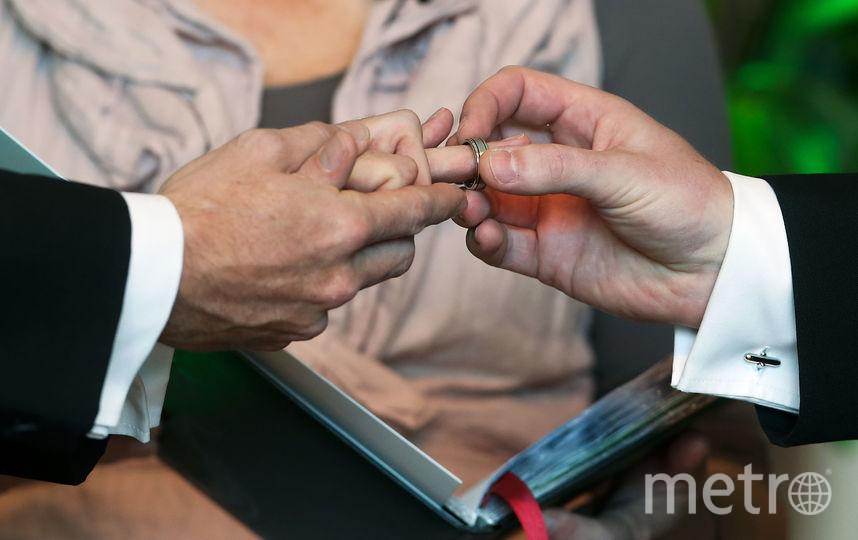 В Сети обсуждают первый однополый брак, якобы признанный в РФ. Фото Getty